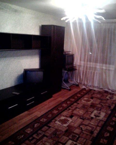 Сдается уютная квартира полностью мебелированная, бытовая техника есть.