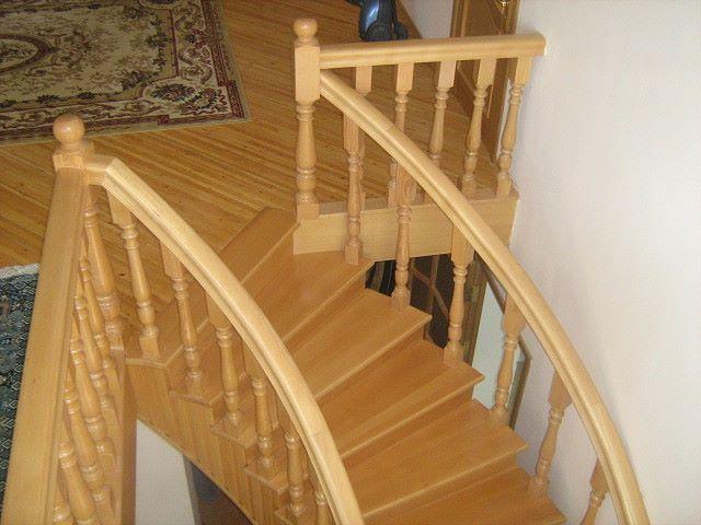 Лестницы из дерева на второй этаж в частном доме в Москве. Цены - антикризисные.