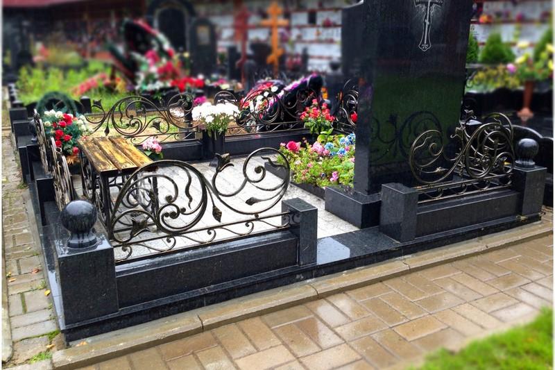 Благоустройство захоронений в Калининграде