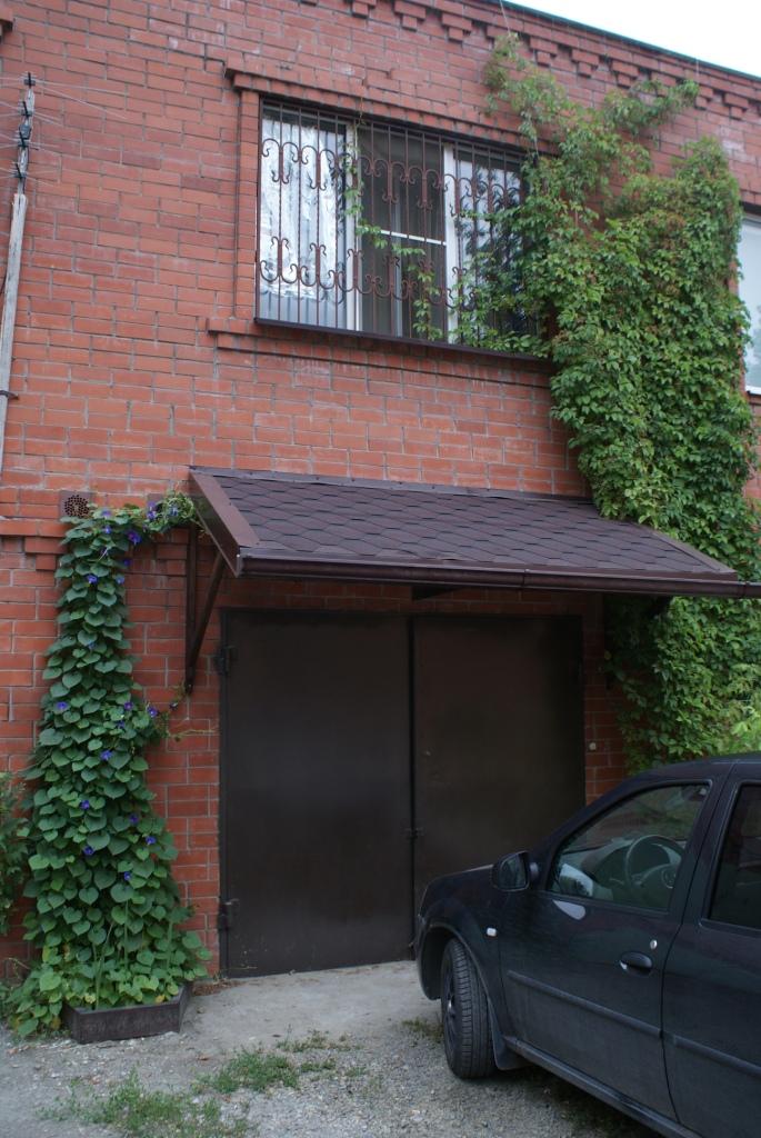 Продаю 2х этажный гараж в центре с квартирой