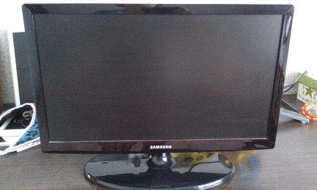 Продам Led телевизор samsung ue19es4000w