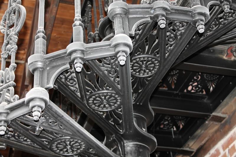 Изготовление чугунных лестниц