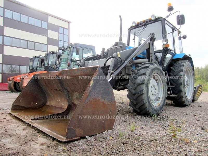 Трактор МТЗ 82.1, 2014 г, 2500 мч, ковш и щетка