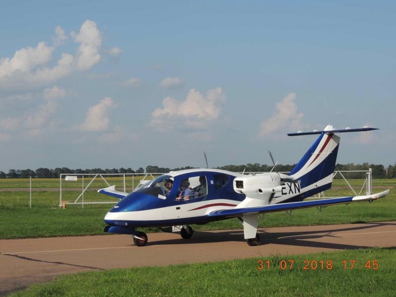 Продаем двухмоторный четырехместный самолет V-24-I