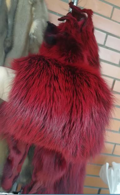 Шкурки лисы бордового цвета