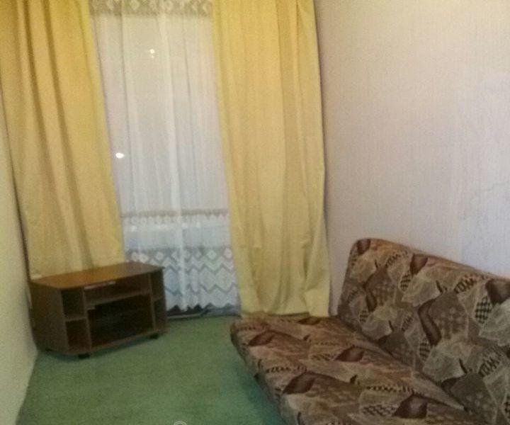 Сдам комнату девушке или женщине Комната с удобствами, метро автово 5 мин.