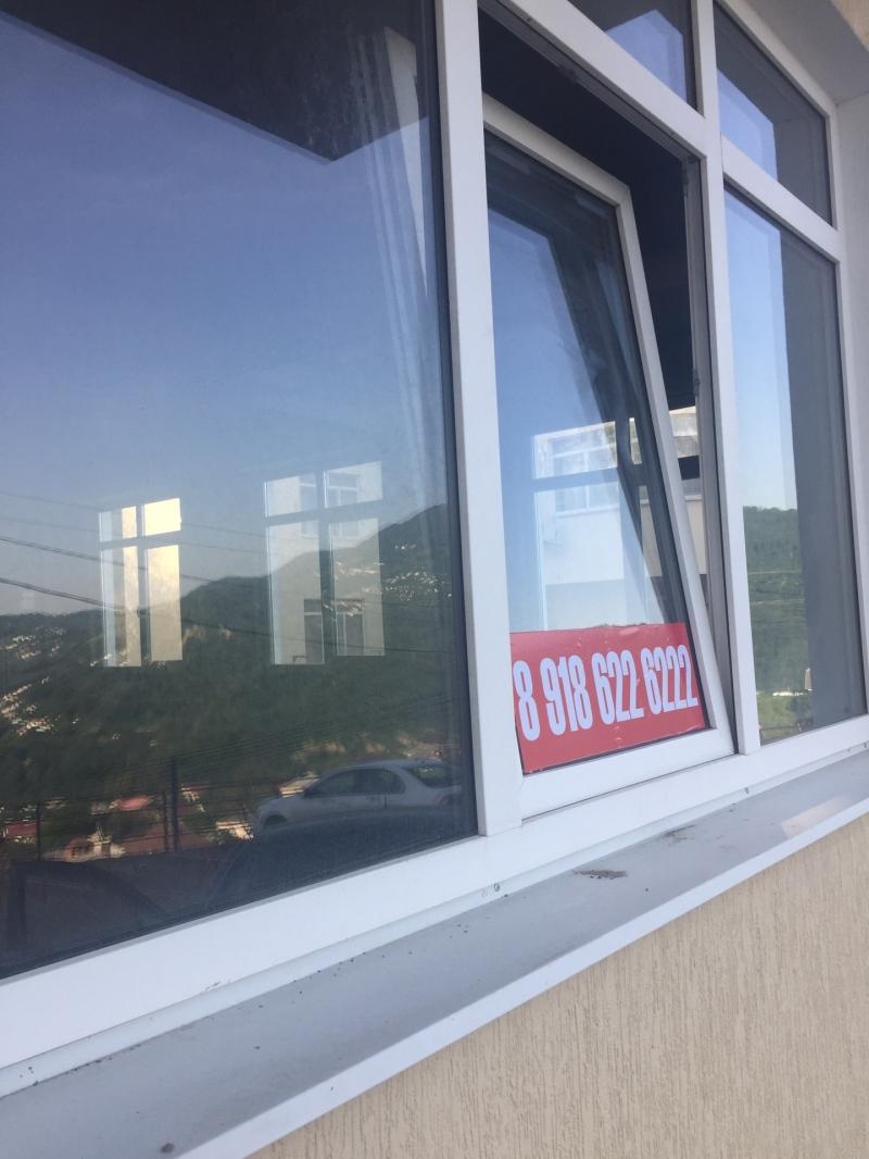 продаем 4 окна с видом на горы. сосбтвенность