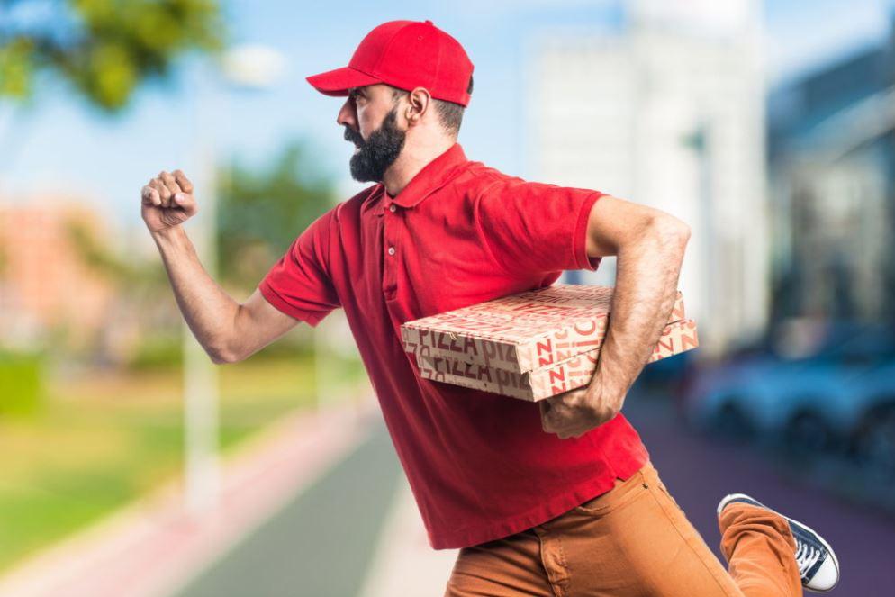 Курьер по доставке еды