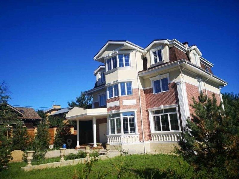 Продается большой красивый дом в прекрасном районе  Москвы Куркино.