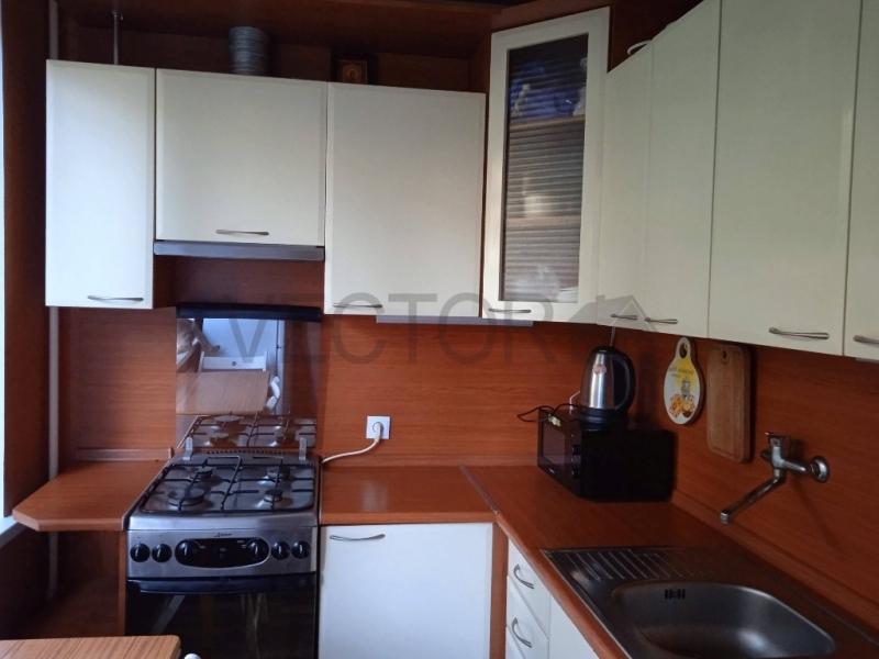 Продается 1-комнатная квартира в тихом районе.